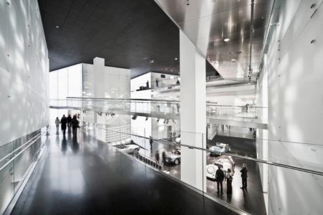2 |BMW-Museum, Innenraum – Straßen und Plätze im umbautenRaum